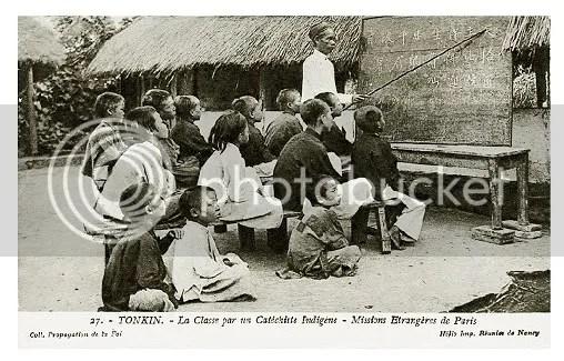 TONKIN - La Classe par un Catéchiste Indigène