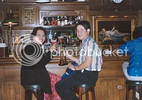 Kampai (Cheers) dari kami untuk semua pasutri. Singapore Sling and Long John @ Raffless Bar Singapore, 2000