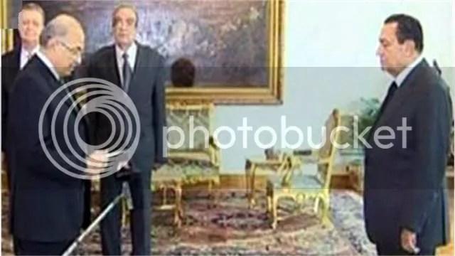 Former President Mubarak, right,  swears in new Prime Minister Ahmed Shafiq