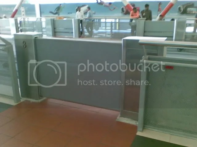 Image of Platform Screen Gates at Bukit Bintang monorail station - image courtesy of TWK90