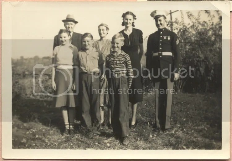 Doris with her parents and siblings.  Her brother Glenn is in uniform.