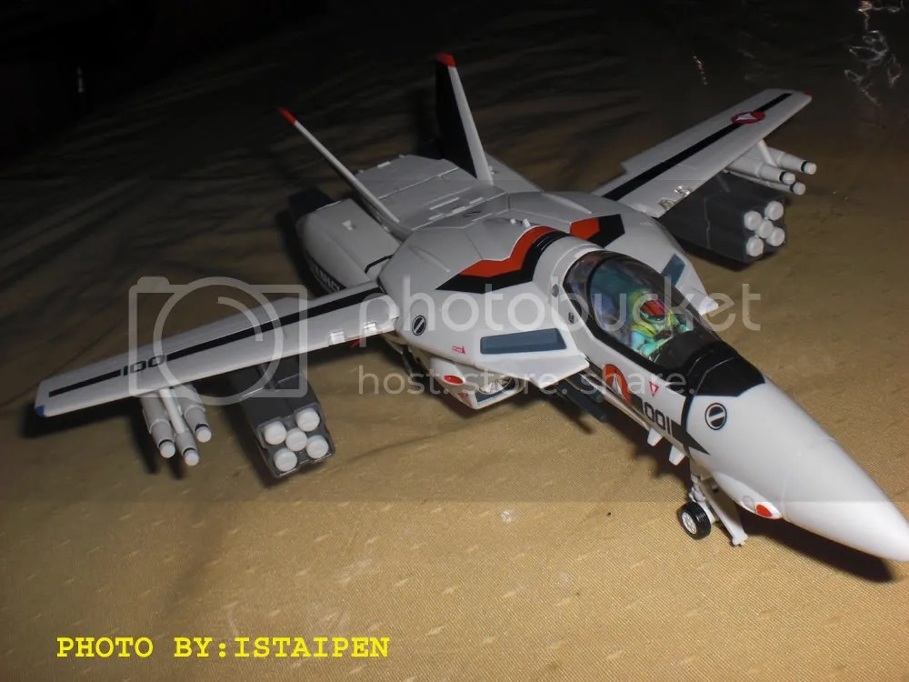 yamatos 1/60 scale VF-1S with Hikaru color scheme