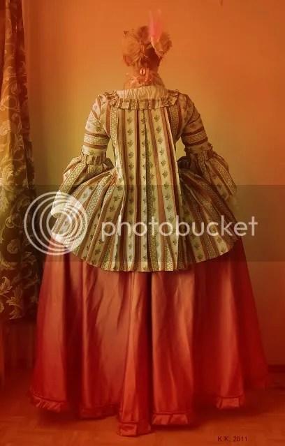18th century gown 'pet-en l'air