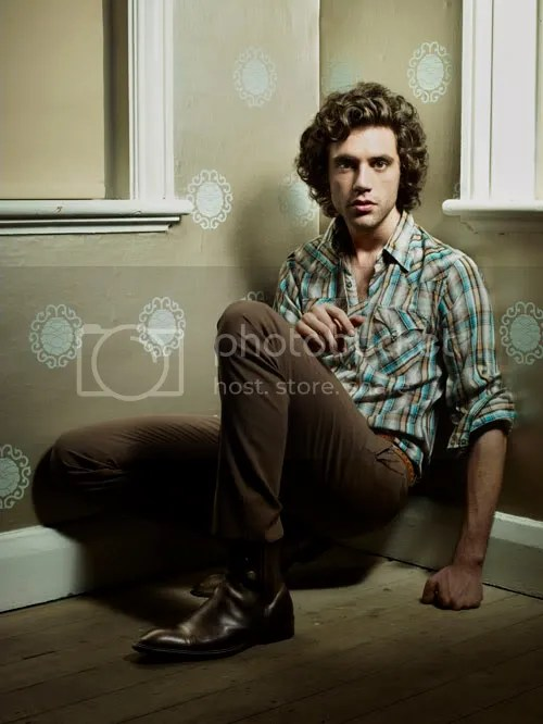 Mika<img mce_tsrc='http://www.squarehippies.com/blog/wp-content/uploads/2007/12/mika.jpg' alt='Mika Shirtless' />