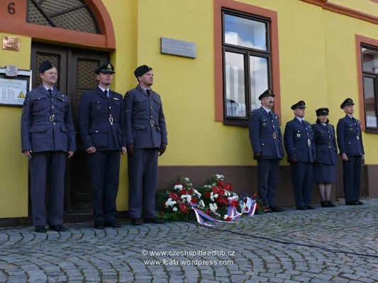 https://i2.wp.com/i171.photobucket.com/albums/u314/erding/CzRAF/Cz_Remembered_2012/czech_spitfire_club_120506_koukal_100_04.jpg