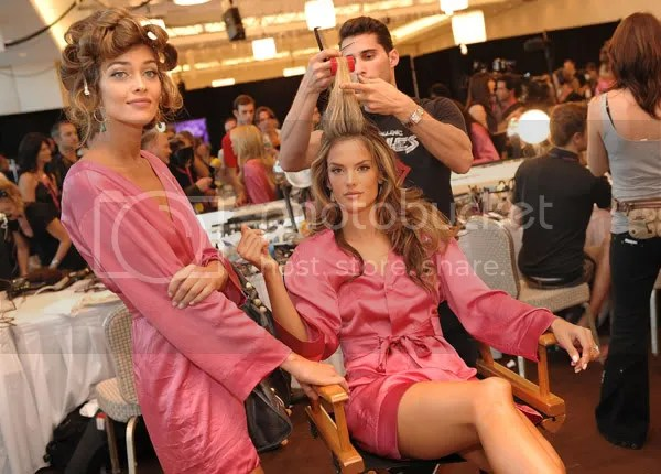 Alessandra & Ana Beatriz get all beautified.