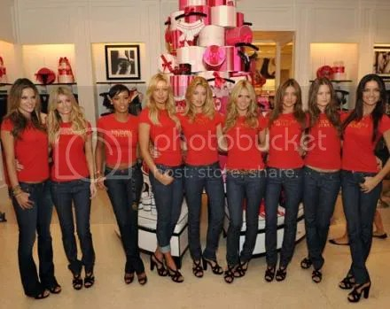 Victorias Secret Beauties Go Holiday Shopping