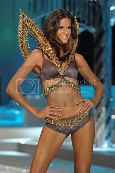 Izabel Goulart walks the 2008 VSFS Runway.