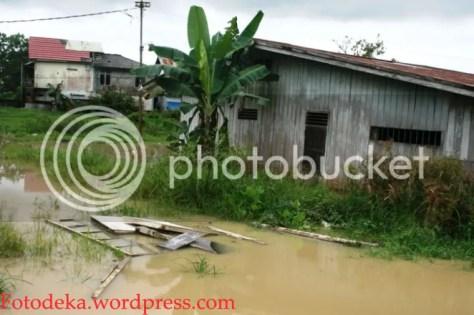 Genangan air dekat Polder Antasari yang merendam rumah didekatnya