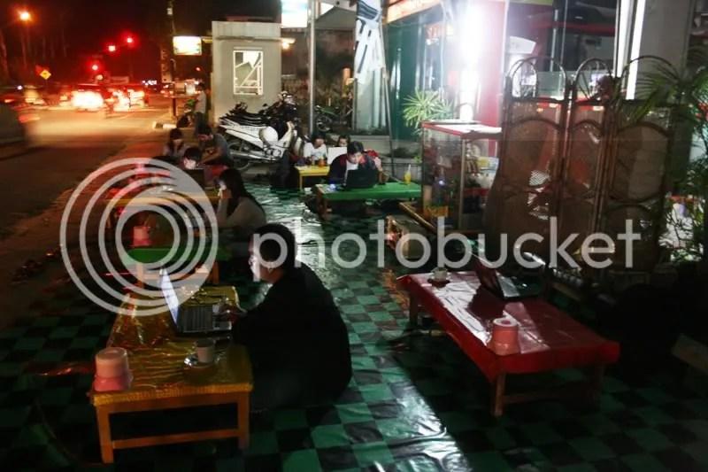 Suasana hotspot Flexi Samarinda yang terletak di Jalan Awang Long pada malam minggu (7/02)