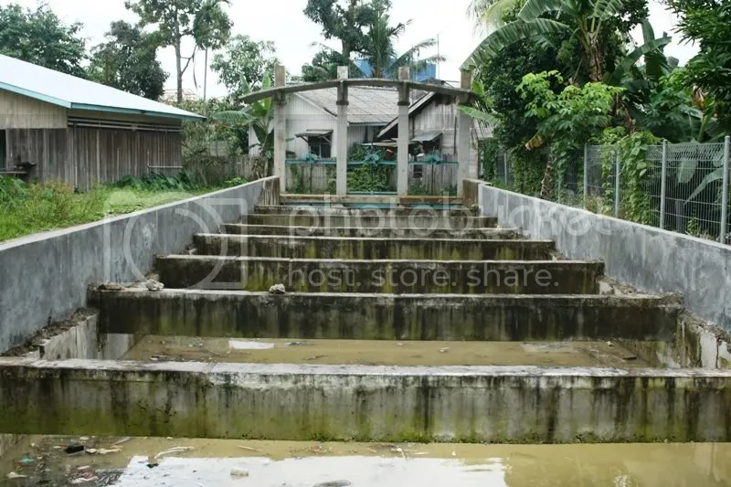 Sebelum masuk ke Polder Antasari, ada sebuah pintu air yang mengatur debit air di Polder.