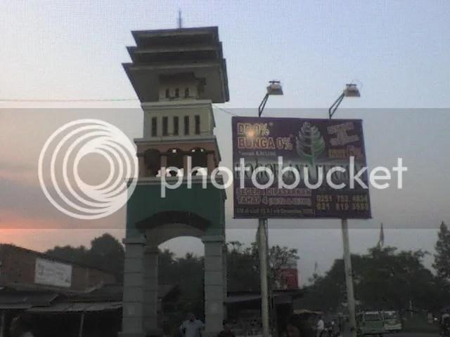 BOGOR COUNTRY.... Dari Jalan Raya Bogor adanya di sebelah kiri, setelah lampu merah per-3-an Taman Yasmin