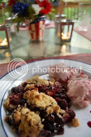 Berry Crisp with Strawberry Ice Cream