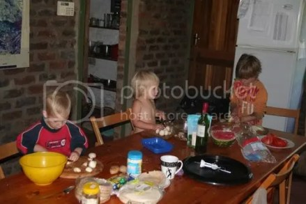 kids helping with breakfast