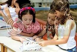 Crianças na Casinha Pequenina