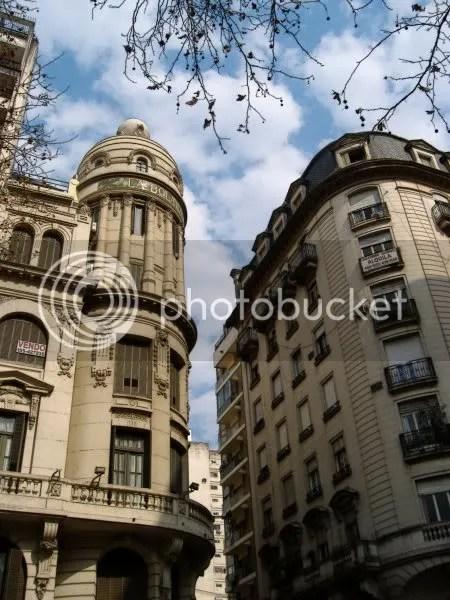 Esquina de Laprida y Córdoba, Rosario, Argentina, mirando al sur