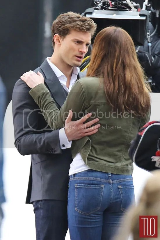 https://i2.wp.com/i183.photobucket.com/albums/x99/LATINCRAVER/Jamie-Dornan-Dakota-Johnson-Fifty-Shades-Grey-On-Set-Tom-Lorenzo-Site-3_zps46f51ba7.jpg