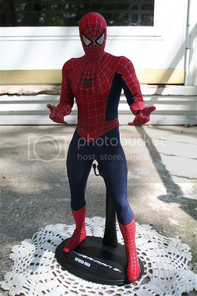Hot Toys Spiderman 1:6th Figure Review (1/6)