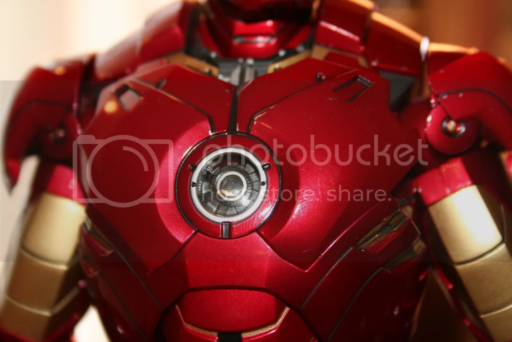 Hot Toys Iron Man Mark IV Figure Review (6/6)