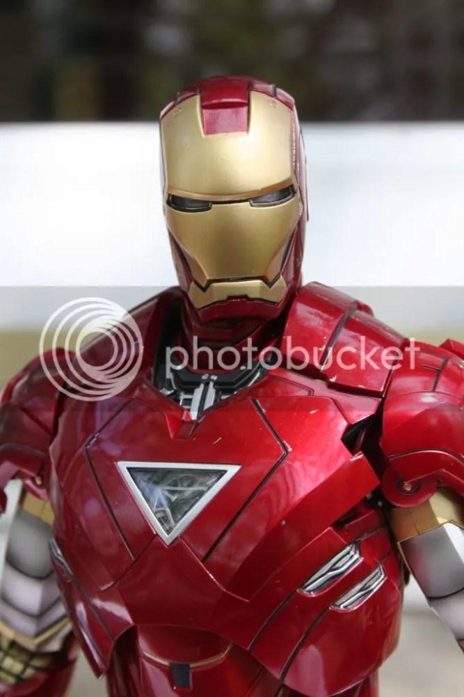 Hot Toys Iron Man 2 Mark VI Review (2/6)