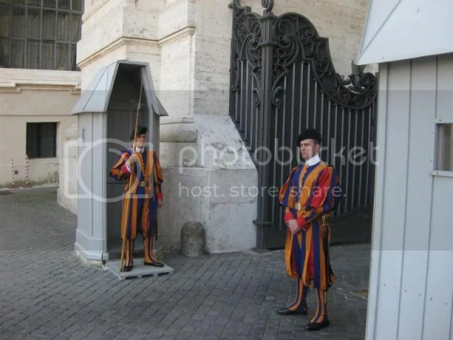 The funny looking Swiss Guards. The costume, was designed by Michelangelo! Is there anything he can't do? photo 603379_10151099488936209_1802389913_n.jpg