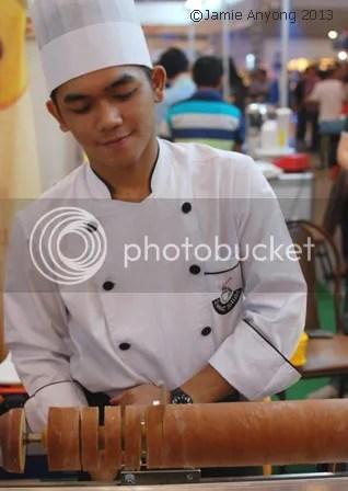 Baumkuchen being sliced