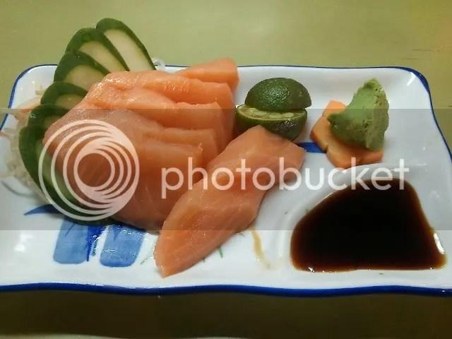 Shinjuku Ramen House_salmon sashimi