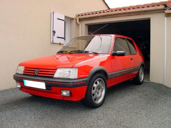 PASSIONAUTO43205 GTI Gris Futura Devenu Rouge Vallelunga