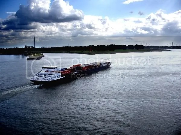 Why Duisburg exists Ship followin Rhine, Ruhr joining in centre.