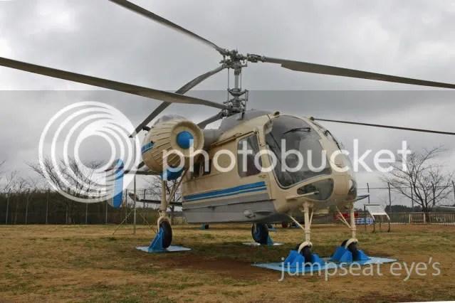 Deretan pesawat dan helicopter yang tersebar diberbagai tempat di halaman museum
