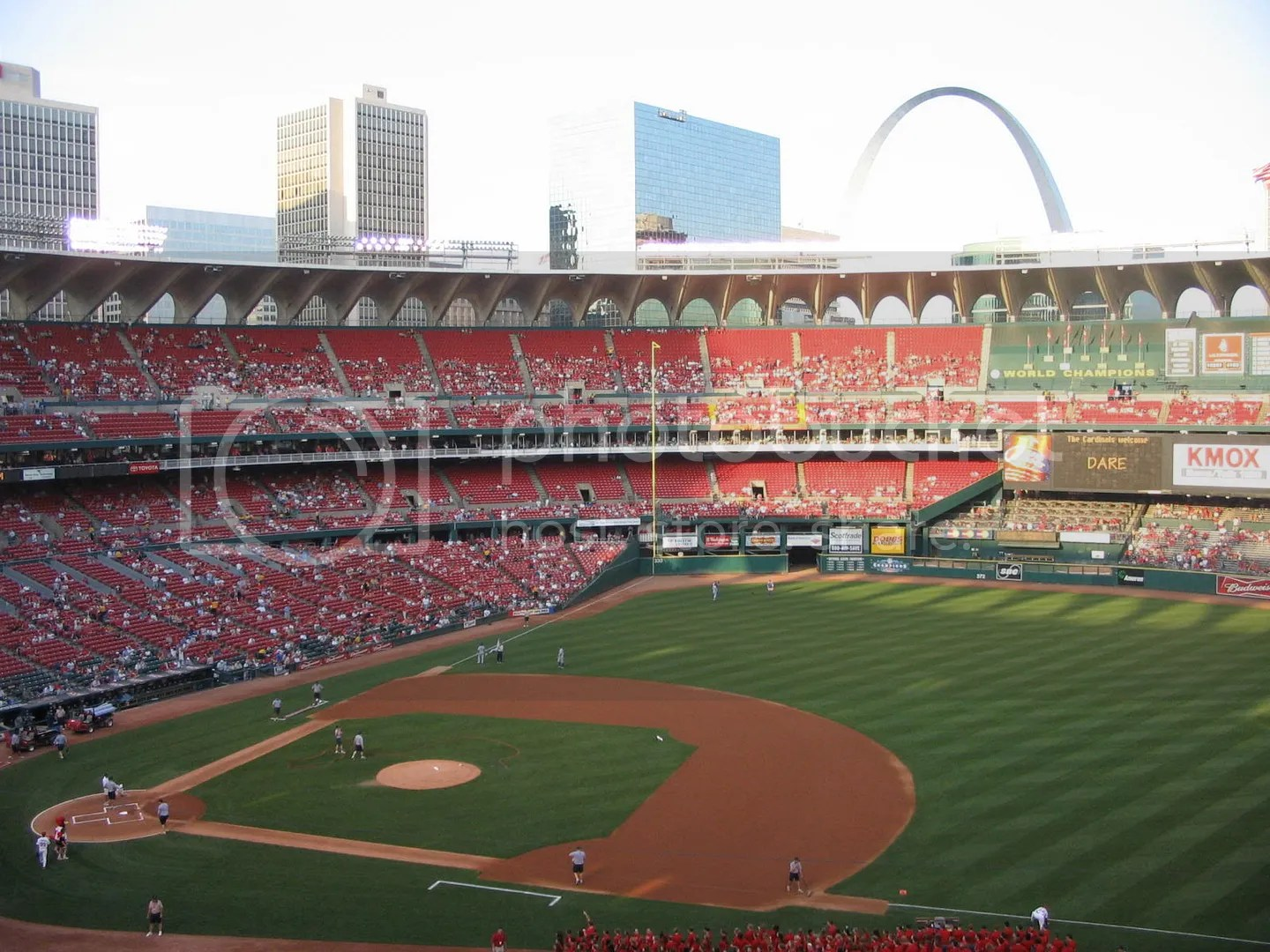 30ab.jpg PREGAME, AND THE BIG ARCH LOOMS OVER IT'S 96 L'IL ONES picture by dreispics