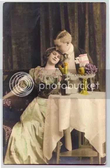 https://i2.wp.com/i198.photobucket.com/albums/aa271/poirotgrl/Vintage%20Stuff/champagne_for_two_vintage.jpg