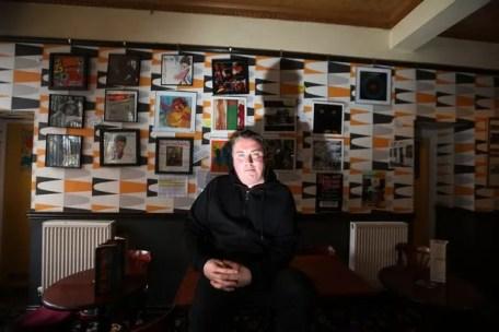 Adrian Marley à l'intérieur de la goélette à Gateshead