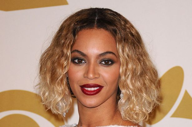 beyonce s grammy outfit singer rocks