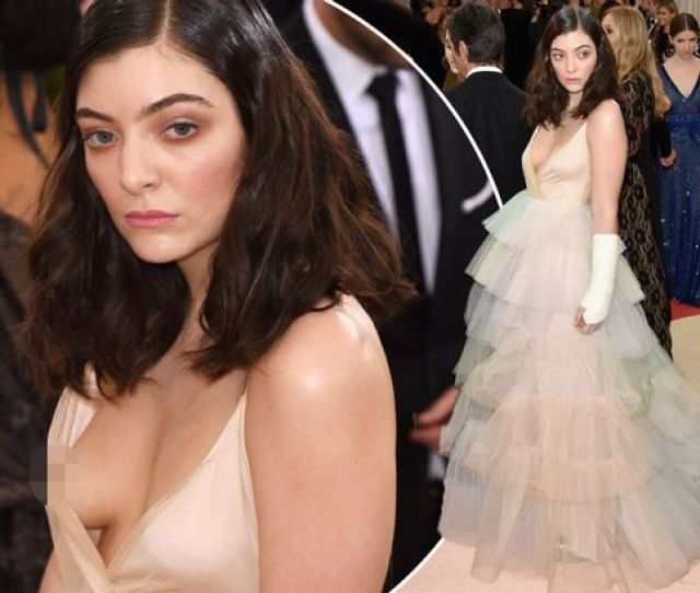 Lorde Attends The Manus X Machina Fashion In An Age Of Technology Costume