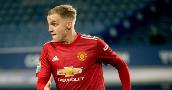 Manchester United explains the change in Donny van de Beek's position in relation to Everton