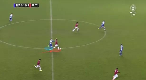 Mejbri avoids shooting from the defender