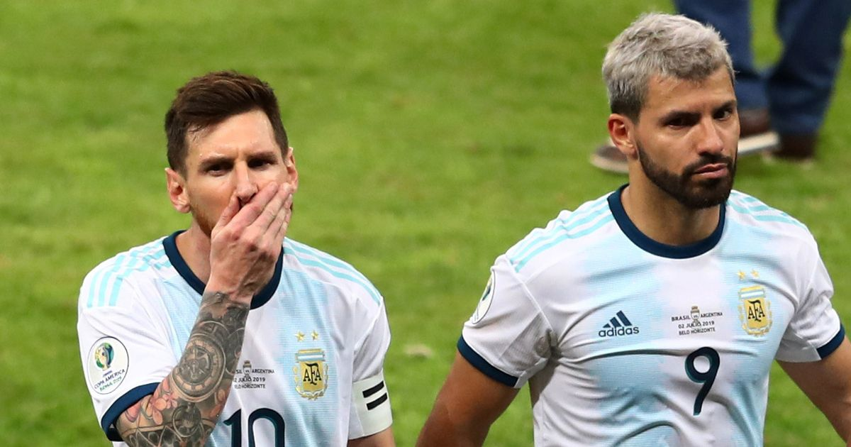 Lionel Messi urges the new manager of Barcelona to complete the transfer for Sergio Aguero