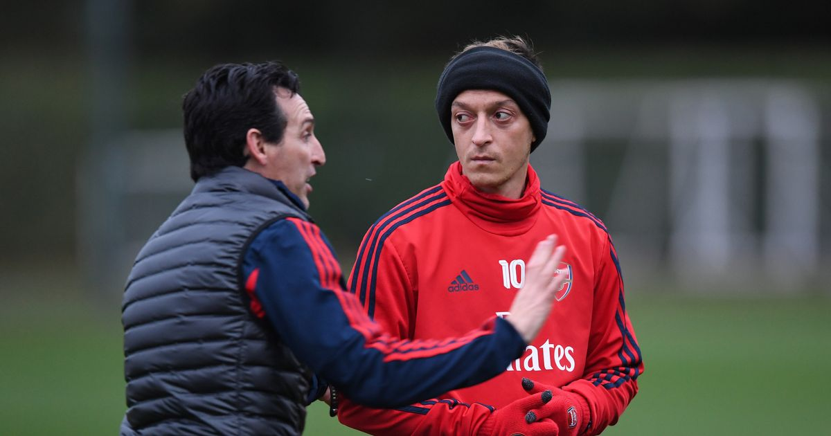 Mesut Ozil aims to subtly excavate Unai Emery while Arsenal star praises Mikel Arteta