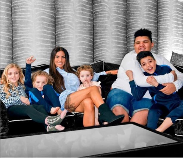 Katie Price Finally Finds Bunny After She And Jett Are Quarantined At Daddy S House Kieran Hayler Fr24 News English