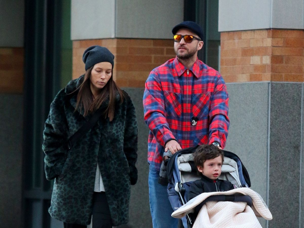 Justin Timberlake and wife Jessica Biel look worlds apart during stroll  with son Silas - Mirror Online