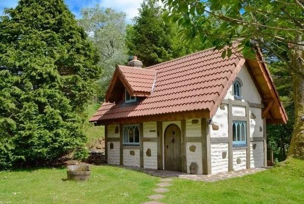 Snow White's House (Image: Snaptrip)