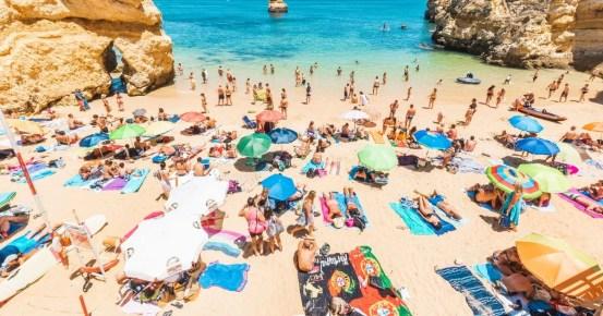 Χώρες καλωσορίζουν τους Βρετανούς για καλοκαιρινές διακοπές από την Πορτογαλία στην Τουρκία