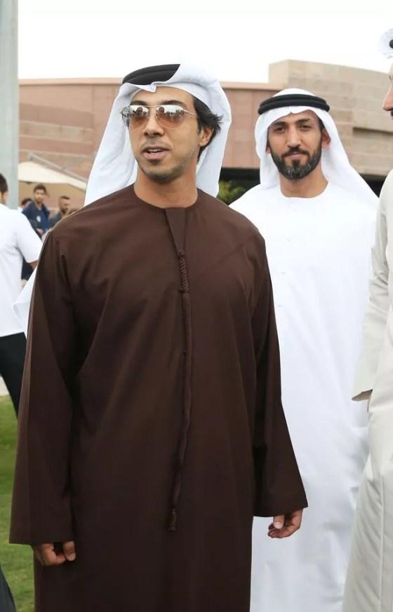 Sheikh Mansour berbicara dengan Ketua Klub Sepak Bola Manchester City Khaldoon Al Mubarak, Pep Guardiola dan Willy Caballero selama kamp pelatihan tengah musim mereka di Abu Dhabi