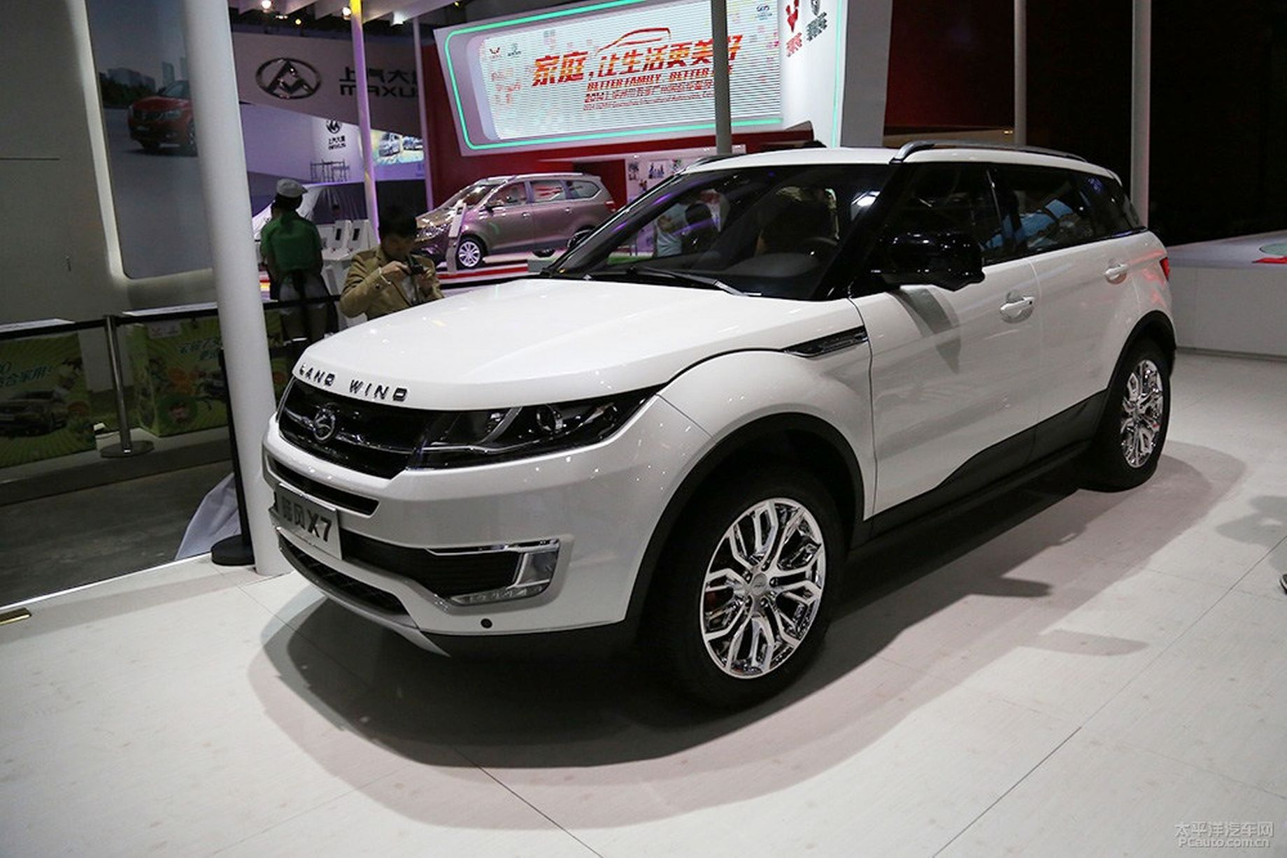 China s rip off Land Rover called a LandWind Mirror line