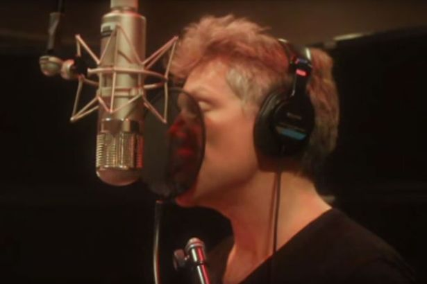 Watch Jon Bon Jovi Sing A Song In Chinese As He Shows Off