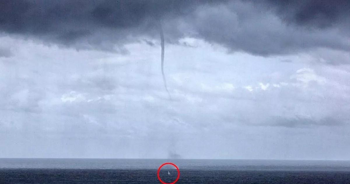 Incredible Photos Show Terrifying Moment 1000ft