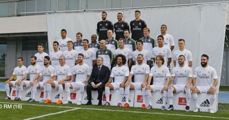 Real Madrid take new team photo - and it's an oddly ...