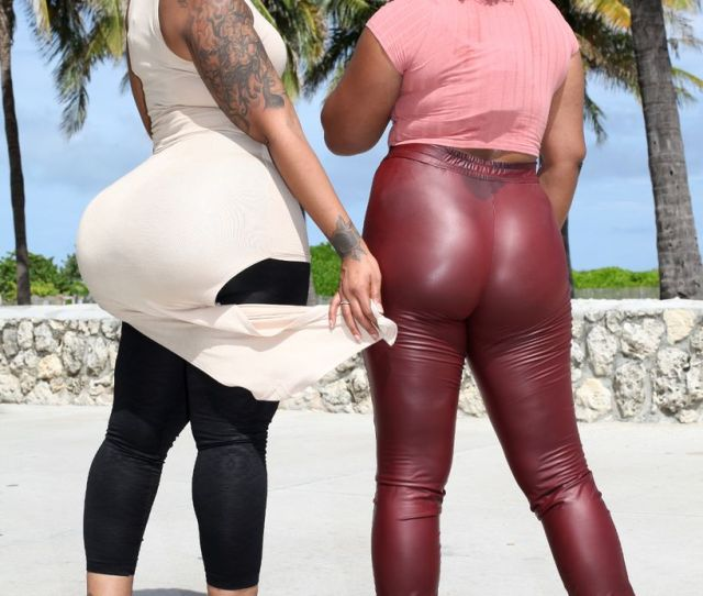 Courtney Barnes Compares Her Butt With A Friend On Ocean Drive Image Barcroft Media