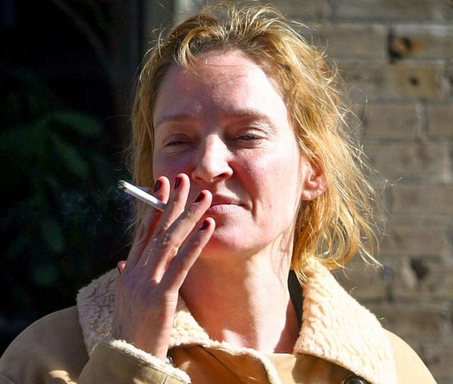 Make Up Free Uma Thurman Enjoys A Cigarette On The Street In New York Mirror Online